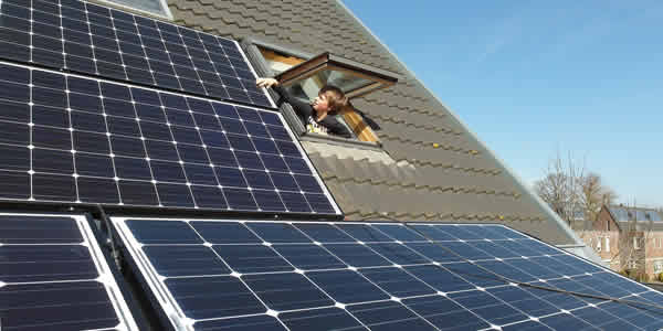 Verification of solar panel cleanliness