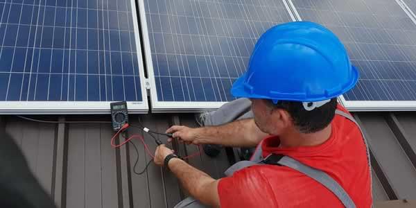 Connecting solar panels