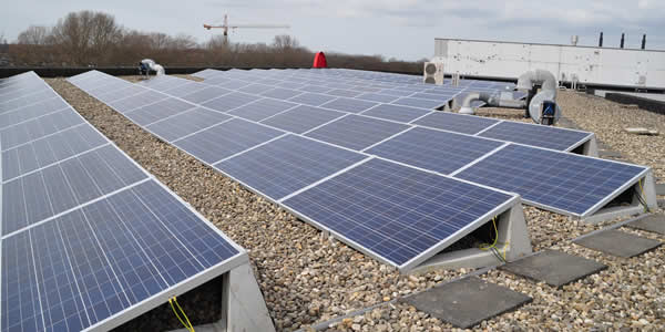 Photovoltaic system on a flat roof